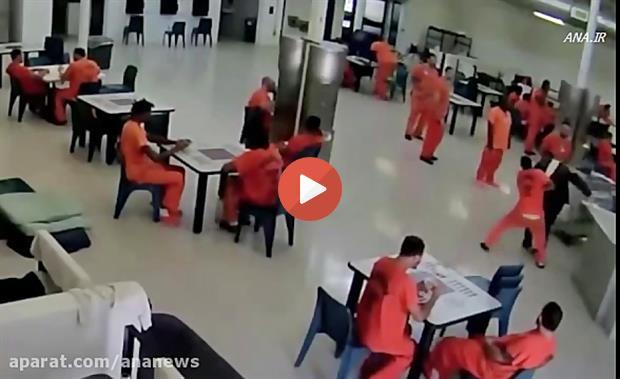 تلاش زندانی برای خفه کردن مامور زندان